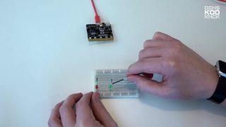 Styr LED-lampor med en Micro-bit thumbnail